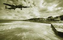 Lancaster over Omaha Beach  von Rob Hawkins