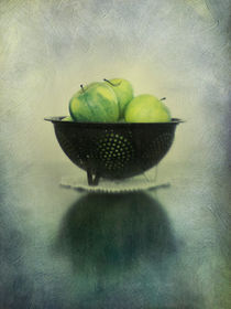 green apples in an enamel colander by Priska  Wettstein