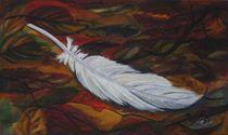 Weiße Feder im Herbstlaub by jefroh