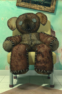 The Old and Neglected Teddy Bear von Liam Liberty
