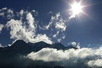 Wolkenspiel über den Tiroler Alpen, Farbfoto by Kathleen Schulze