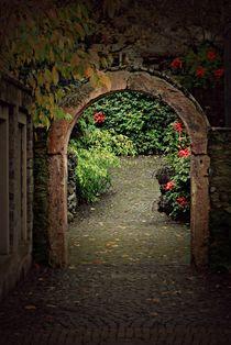 Tor zum Garten. by Elke Balzen