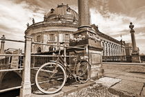 Altes Fahrrad vor Bodemuseum by Christian Behring