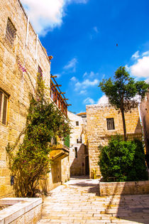 Narrow streets of old city. von slavamalai