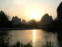 A-v0217-0415d-yangshuo-ausflug-aufs-land-weg-zum-banyanbaum-vor