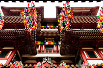 Buddha Tooth Relic Temple. by Tom Hanslien