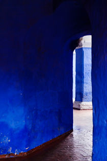 Blue Entrance - Monasterio de Santa Catalina de Siena. by Tom Hanslien
