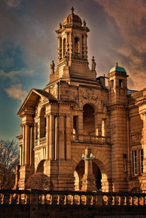 Evening Light at Cartwright Hall von Colin Metcalf