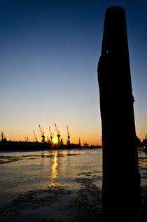 Hafen Hamburg Obelisk von caladoart