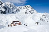 Berghütte im Schnee by caladoart