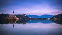Church-in-the-middle-of-lake-bled