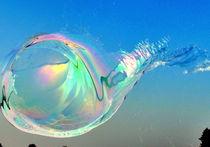 Große Seifenblasen schwebend - Giant Bubbles gliding 6 by Eddie Scott