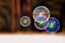 Große Seifenblasen schwebend - Giant Bubbles gliding 2 by Eddie Scott