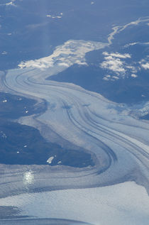 Aerial view of a glacier by Víctor Suárez