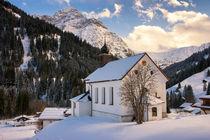 Kirche in Baad Kleinwalsertal Österreich im Winter von Matthias Hauser