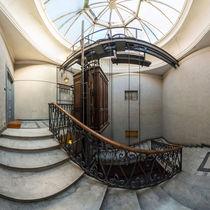 Italien, Rom: historischer Aufzug / Fahrstuhl by Ernst  Michalek