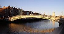 Hapenny-bridge-dublin-ireland