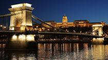 Budapest - Chain Bridge by Peter Janowski