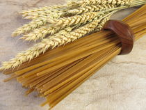 Vollkorn Linguine und Weizenähren von Heike Rau