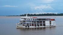 Flußdampfer auf dem Amazonas by reisemonster