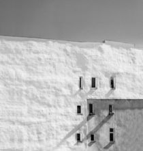 Sorted (White Wall II) by Holger Schnell