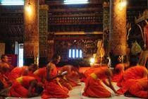 Monks-praying-in-luang-prabang-laos