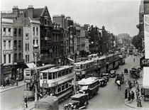 Whitechapel High Street, London, c1930  von Bridgeman Art