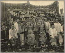 Theatre company, Burma, c.1910 (b/w photo) von Bridgeman Art