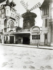 The Moulin Rouge in Paris, 1921 (b/w photo) by Bridgeman Art