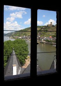 Fensterblick aus der Pfalz auf Kaub am Rhein und Burg Gutenfels von buellom