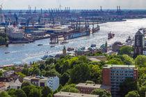 Blick nach Westen über Hamburgs Dächern by Dennis Stracke