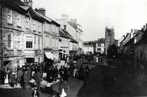 Market at Okehampton, Devon, c1900 von Bridgeman Art