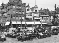 The Market Place at Trier, c1910 von Bridgeman Art