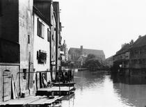 The River Gera at Erfurt, Thiringia, c.1910 (b/w photo) von Bridgeman Art