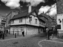 Kings arms. The pub that floods. by Robert Gipson