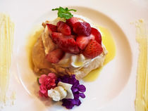 Strawberry and White Chocolate Pavlova von Louise Heusinkveld