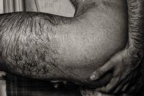 Naked wet male hip closeup von Igor Korionov