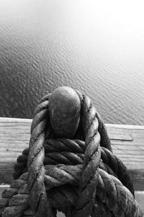 Belaying pins on a tall ship and calm sea - monochrome von Intensivelight Panorama-Edition