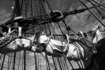 Reefed sails on a tall ship - monochrome von Intensivelight Panorama-Edition