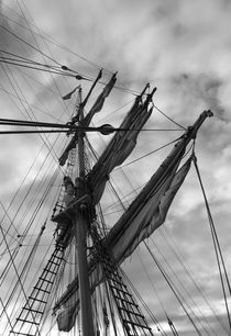 Mast and sails of a brig - monochrome von Intensivelight Panorama-Edition
