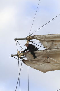 Woman unfastening sails by Intensivelight Panorama-Edition