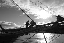 Sailor losening a sail - monochrome von Intensivelight Panorama-Edition