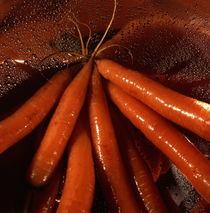 Fresh carrots in a colander by Intensivelight Panorama-Edition