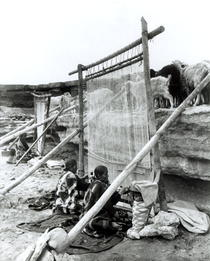Navajo weavers, c.1914 (b/w photo)  by Bridgeman Art