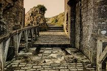 Castle-dark-alleyhdr