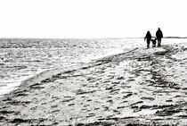 Hals-beach-people-walking