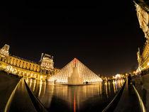 Musee du Louvre at night 2 von Alessandro Carpentiero