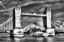 Tower Bridge London and the Dixie Queen by David Pyatt