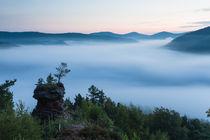"""Der """"Runde Hut"""" über dem Nebelmeer by Walter Layher"""