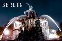 Der Neptunbrunnen am Alexanderplatz by MaBu Photography